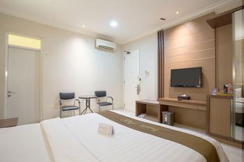 Life Emerald Hotel Surabaya Surabaya - Deluxe Room Only Regular Plan