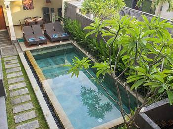 Villa Kamar Madu Seminyak Bali - Deluxe Room Share Pool For 1 Person LUXURY - Pegipegi Promotion