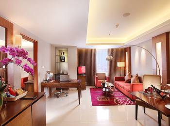 Swiss Belinn Manyar Surabaya - Junior Suite with Breakfast Weekend Deal - 15%