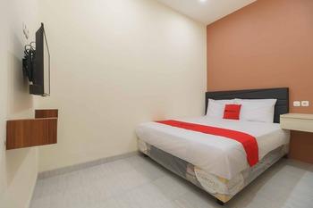 RedDoorz Syariah near Summarecon Mall Serpong 2 Tangerang - RedDoorz Room Basic Deal