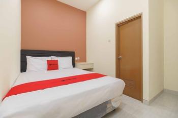 RedDoorz Syariah near Summarecon Mall Serpong 2 Tangerang - RedDoorz Room with Breakfast Regular Plan