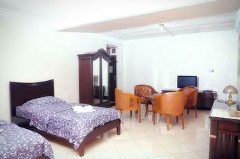 Hotel Villa Aries Biru Puncak - Deluxe  Breakfast OCTOPUSH