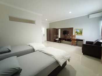 Hotel Villa Aries Biru Puncak - Executive Breakfast OCTOPUSH