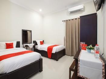 RedDoorz @ Jalan Kawi Malang - Twin Room Regular Plan