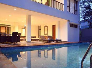 Pinus Villa Dago Private Pool