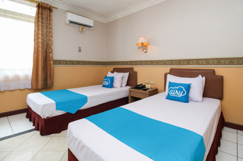 Airy Tanjung Karang Raden Intan 114 Bandar Lampung - Deluxe Twin Room with Breakfast Special Promo July 42