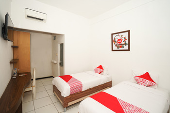 OYO 661 Galaxy Homestay Surabaya -  Standard Twin Room Regular Plan