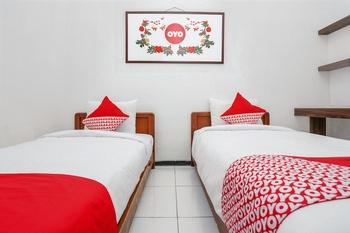 OYO 661 Galaxy Homestay Surabaya -  Standard Twin Room Regular Plan