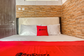 RedDoorz @ Panglima Polim 2 Jakarta - RedDoorz Room with Breakfast Regular Plan