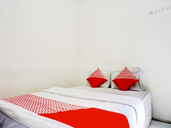 OYO 1187 Penginapan Bunda Sukabumi - Standard Double Room Regular Plan