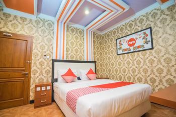 OYO 975 Cita Mandiri Residence Syariah Malang - Deluxe Double Room Regular Plan