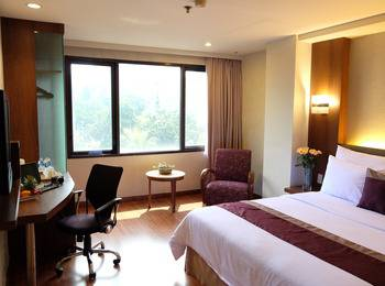 Cemara Hotel Jakarta - Junior Suite with Breakfast crazy deal