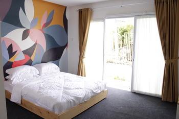 Hotel Kupu Kupu Bandung - Standard Queen Room Only 35% Promotion - Non Ref