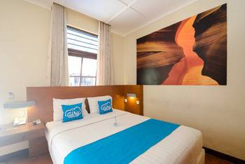 Airy Klojen Lamongan 12 Malang - Deluxe Double Room with Breakfast Special Promo Aug 42