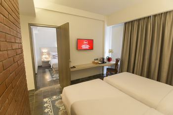 Burza Hotel  Yogyakarta - Deluxe Twin Room Only Last Minute Deal