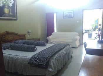 D'Cemara Guest House Jambi - Deluxe Double Room Regular Plan