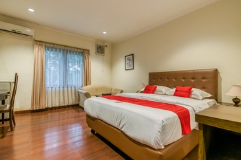 RedDoorz Plus near Dharmawangsa Square Jakarta - RedDoorz Room After Hours