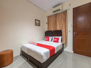 OYO 1672 Wisma Barkah Jakarta - Deluxe Double Room Regular Plan