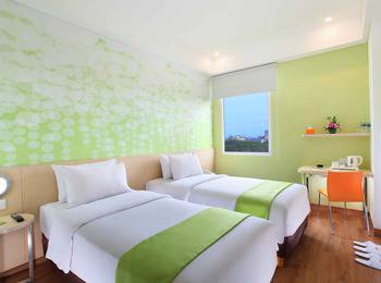 Zest Hotel Airport Tangerang - Zest Pool Access With Breakfast Hot Deal