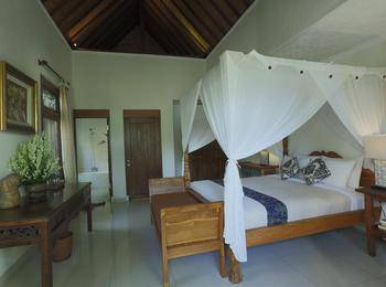 Gusde House & Villa Bali - Deluxe Pool View Special Promo