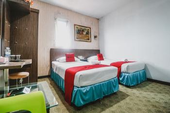 RedDoorz near Fort Rotterdam 2 Makassar - RedDoorz Twin Room Last Minute