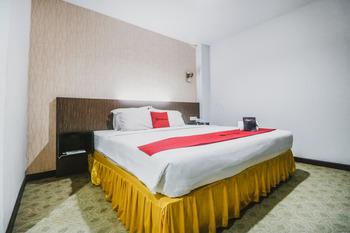 RedDoorz near Fort Rotterdam 2 Makassar - RedDoorz Deluxe Room Last Minute