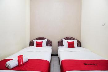 RedDoorz @ Kledokan Ambarukmo Yogyakarta - RedDoorz Twin Room Last Minute Deal