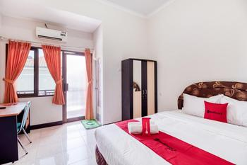 RedDoorz @ Kledokan Ambarukmo Yogyakarta - RedDoorz Deluxe Room with Breakfast Regular Plan