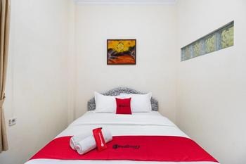 RedDoorz @ Kledokan Ambarukmo Yogyakarta - RedDoorz Room with Breakfast Regular Plan