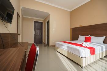 RedDoorz @ Hotel Putri Gading Bengkulu Bengkulu - RedDoorz Deluxe Room Long Stays 3D2N