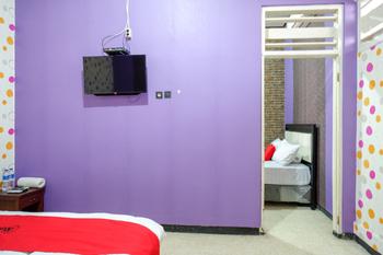 RedDoorz near Stasiun Kebumen Kebumen - RedDoorz Deluxe Room Last Minute