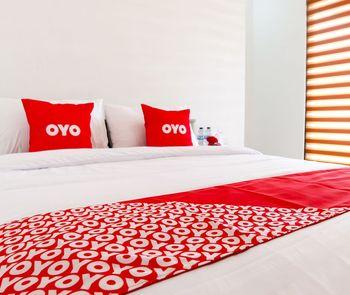 OYO 1191 Monalisa Residence And Cafe Padang - Deluxe Double Room Early Bird