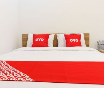 OYO 1191 Monalisa Residence And Cafe Padang - Standard Double Room Regular Plan