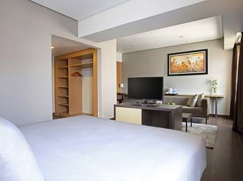 Hotel Santika Depok - Junior Suite Room King Offer Last Minute Deal