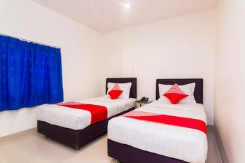 OYO 1635 New Star Hotel Batam - Deluxe Twin Room Promotion