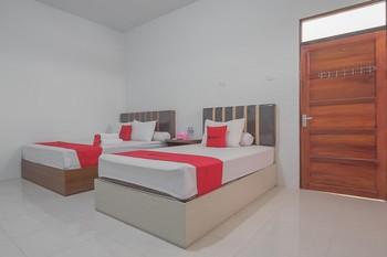 RedDoorz near RS Harapan Bersama Singkawang - RedDoorz Deluxe Twin Room KETUPAT
