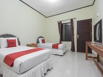 RedDoorz near IAIN Palangkaraya Palangka Raya - Twin Room Basic Deal