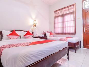 OYO 2411 Taman Mekar Beach Inn 2 Bali - Standard Family Room Last Minute Deal