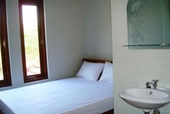 Guest House Amalia Malang Malang - Standard Room Regular Plan
