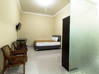 RedDoorz near Petra University Surabaya - RedDoorz Room Regular Plan