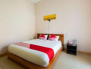 OYO 1485 Hadiqa Villas Lombok - Deluxe Double Room Regular Plan