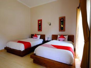 OYO 1485 Hadiqa Villas Lombok - Deluxe Twin Room Regular Plan
