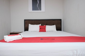RedDoorz @ Cempaka Putih Jambi Jambi - RedDoorz Room Last Minute