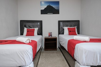 RedDoorz @ Cempaka Putih Jambi Jambi - RedDoorz Twin Room Basic Deal