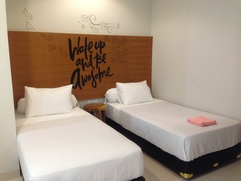 Locus Rooms Bandung - Deluxe Twin Room Only NR Min 2N, 40%