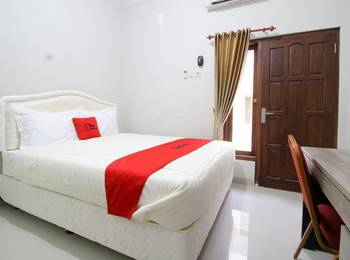 RedDoorz Plus near STIE YKPN Yogyakarta - RedDoorz Suite with Breakfast Regular Plan