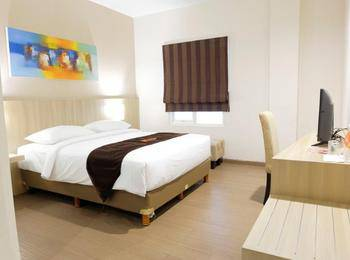 News Hotel Surabaya - Deluxe Double Room Regular Plan