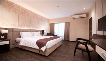 The Sun Hotel Sidoarjo - New Deluxe Room Regular Plan