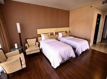 Hotel California Bandung - Deluxe Twin With Breakfast Save 10.0% with Free Welcome Drink