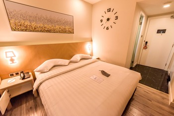 Verse Luxe Hotel Wahid Hasyim Jakarta - Deluxe Double Last Minute Promo!